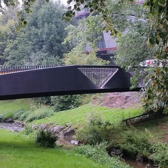 Fußgängerbrücke aus Stahl